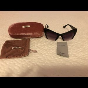 Accessories - Women cat eye sunglasses